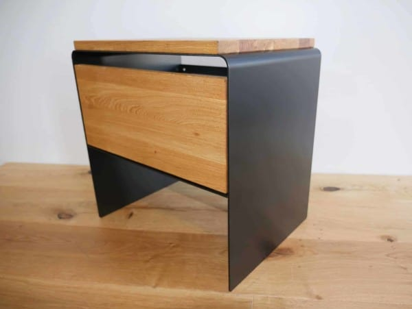 nachttisch-schwarz-holz-metall-eiche-massivholz-wildeiche-modern-design-designer-moebel-fuer-schlafzimmer-mit-schublade-stahlzart
