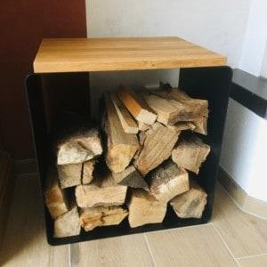 hocker-schwarz-holz-eiche-astfrei-modern-design-kaminholz-aufbewahrung-wohnzimmer-massivholz-stahl-minimalistisch-nachhaltig