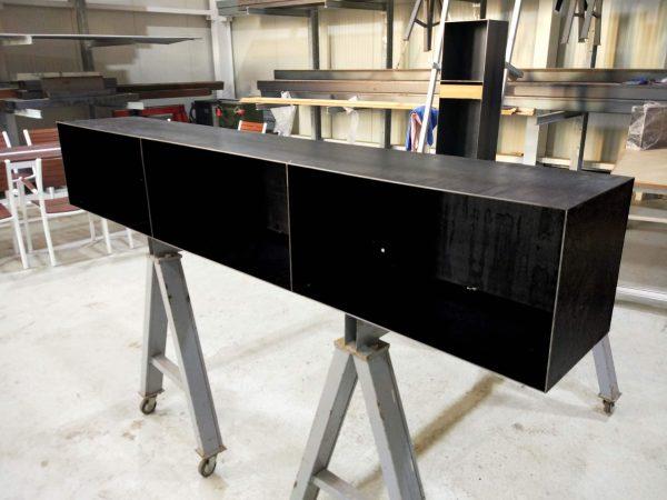 kaminholzregal-innen-brennholzregal-holzaufbewahrung-metall-design-modern-holz-aufbewahrung-kaminholz-brennholz-stahl-schwarz-grau-classic-004