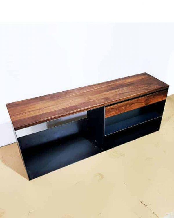 kaminholzregal-metall-innen-kaminholz-aufbewahrung-brennholzregal-feuerholzregal-stahl-grau-modern-design-nussbaum-sideboard-kaufen-classic-005