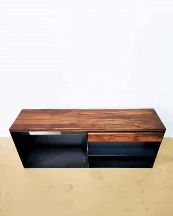 kaminholzregal-metall-innen-kaminholz-aufbewahrung-brennholzregal-feuerholzregal-stahl-schwarz-modern-design-nussbaum-sideboard-kaufen-classic-005