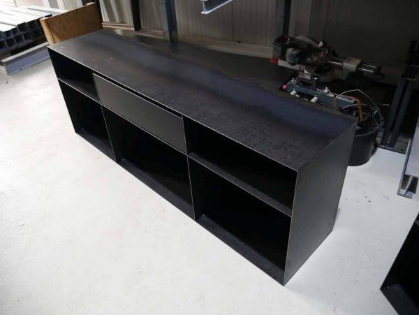 kommode-sideboard-schwarz-grau-mit-schublade-metall-modern-design-stahl-rohstahl-zunderstahl-classic-049