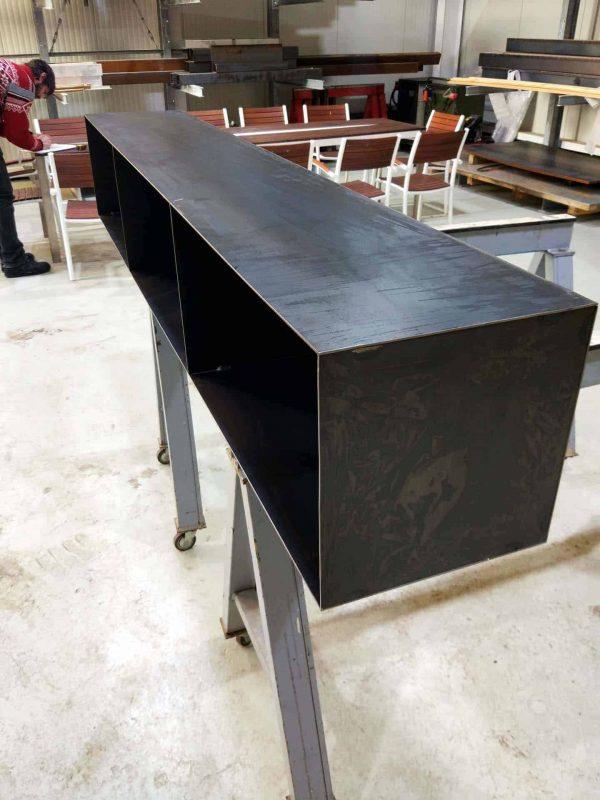 sideboard-lowboard-haengend-schwarz-grau-metall-modern-design-kaminholzregal-innen-stahl-detail-seitlich-classic-004