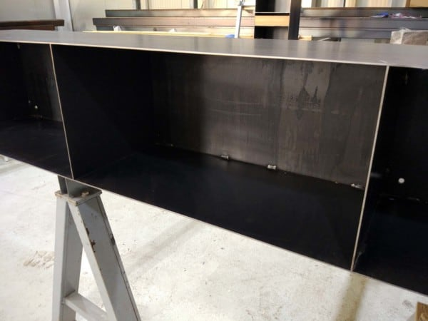 sideboard-lowboard-haengend-schwarz-grau-metall-modern-design-kaminholzregal-innen-stahl-detailbild-classic-004