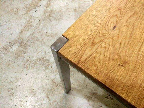 tisch-esstisch-gartentisch-küchentisch-esszimmertisch-holztisch-holz-design-massivholz-eiche-modern-edelstahl-fueße-detail-ferrum-001