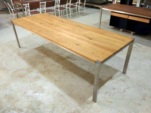 tisch-esstisch-gartentisch-küchentisch-esszimmertisch-holztisch-holz-design-massivholz-eiche-modern-edelstahl-innen-aussen-ferrum-001