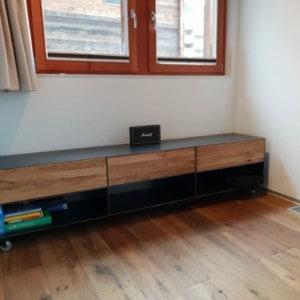 tv-sideboard-lowboard-tv-board-moebel-holz-schwarz-eiche-massivholz-grau-metall-design-modern-mit-rollen-p8