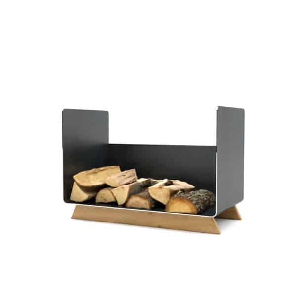 kaminholzregal-innen-wohnzimmer-metall-modern-design-holz-eiche-stahl-elegant-kaminholz-aufbewahrung-brennholzregal-schwarz-simply-timeless-7