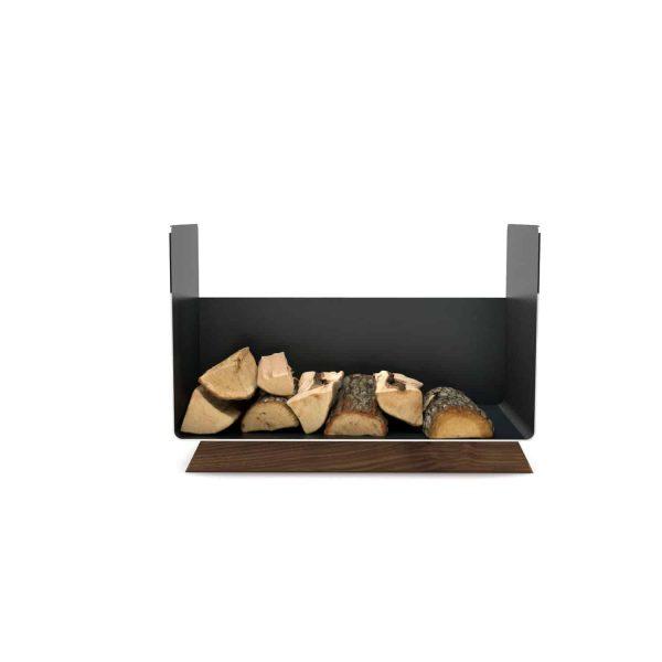 kaminholzregal-innen-wohnzimmer-metall-modern-design-holz-nussbaum-stahl-elegant-kaminholz-aufbewahrung-brennholzregal-simply-timeless-8