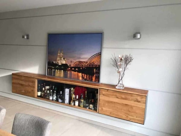 barschrank-sideboard-wohnzimmer-haengend-modern-holz-design-eiche-metall-glas-schwarz-stahl-interior-detail