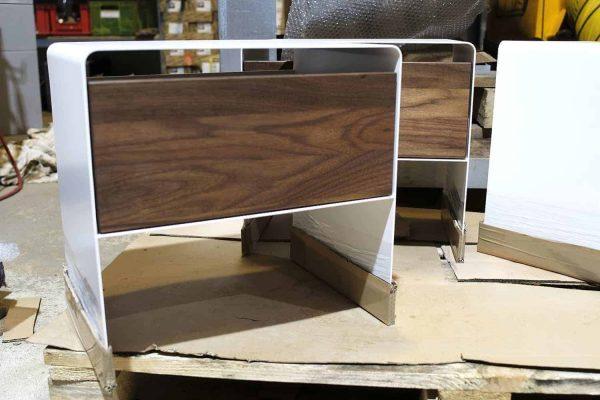 nachttisch-weiss-holz-metall-modern-design-massivholz-nussbaum-stahl-mit-schublade-nachtkaestchen-mnmlsm-mystery