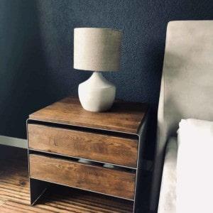 nachttisch-grau-holz-metall-modern-design-massivholz-nussbaum-mit-schubladen-schlafzimmer-interior-mystery-spezial