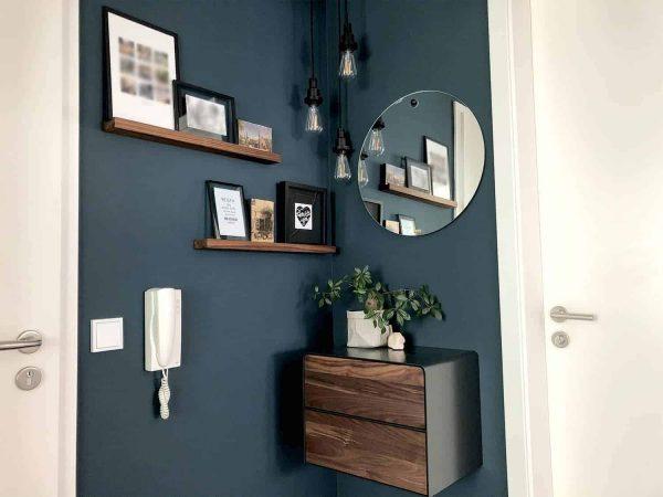 nachttisch-schwarz-grau-haengend-holz-metall-modern-design-massivholz-nussbaum-mit-schubladen-interior-flur-fly-high-5
