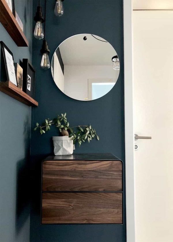 nachttisch-schwarz-grau-haengend-holz-metall-modern-design-massivholz-nussbaum-stahl-mit-schubladen-interior-fly-high-5