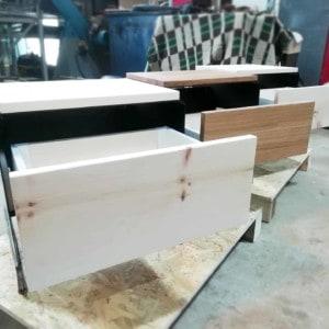 nachttisch-schwarz-holz-metall-modern-design-massivholz-mit-schublade-zirbe-stahl-designer-mystery