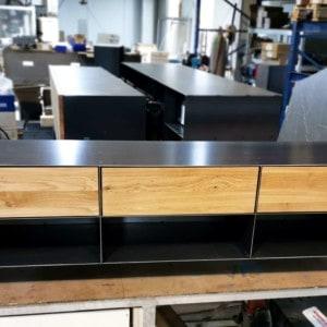 stahlzart-lowboard-holz-schwarz-eiche-grau-massivholz-industrial-design-metall-modern-designer-tv-board-mit-schubladen-mit-rollen