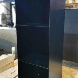 regal-schwarz-metall-modern-design-minimalistisch-wohnzimmer-aufbewahrung-schallplatten-buecher-minimalistisch-designer-moebel