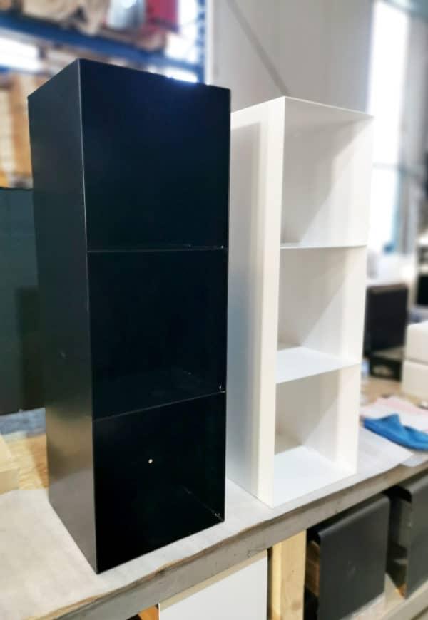 regal-schwarz-metall-modern-design-stahl-minimalistisch-wohnzimmer-aufbewahrung-schallplatten-lp-vinyl-buecher-minimalistisch-designer-moebel
