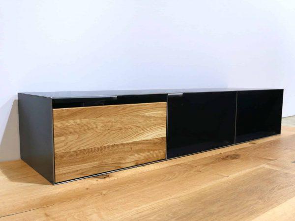 lowboard-tv-holz-schwarz-eiche-grau-massivholz-industrial-design-metall-modern-wohnzimmer-designer-moebel-wildeiche-industriedesign-stahl-stahlzart