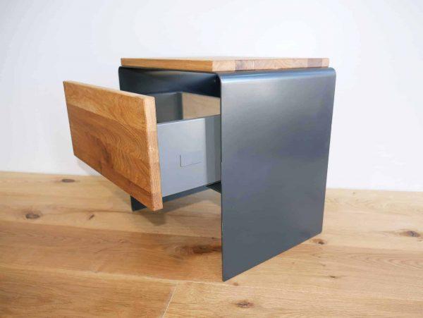 nachttisch-grau-holz-eiche-metall-modern-anthrazit-design-industrial-massivholz-wildeiche-mit-soft-close-schublade-schlafzimmer-minimalistisch-stahlzart