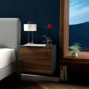 nachttisch-schwarz-haengend-grau-holz-metall-modern-industrial-design-massivholz-nussbaum-mit-schubladen-schlafzimmer-minimalistisch-stahlzart