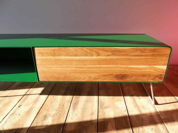 design-lowboard-tv-holz-eiche-metall-modern-designer-massivholz-wildeiche-wohnzimmer-mit-schublade-mit-kufen-fuessen-gruen-stahlzart-hollywood-1s