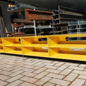 lowboard-tv-modern-metall-design-industrial-stahl-mit-pillen-öffnungen-rueckwand-gelb-stahl-mit-kufen-fuessen-minimalistisch-designermoebel-stahlzart-mnmlsm-pill-xl-spezial