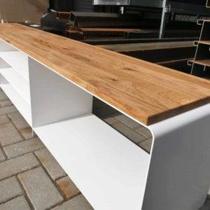 lowboard-weiss-tv-holz-eiche-modern-design-metall-industrial-massivholz-wildeiche-minimalistisch-stahl-merapi-1
