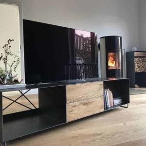 lowboard-tv-holz-schwarz-eiche-grau-massivholz-design-metall-modern-wildeiche-mit-fuessen-stahl-mit-schubladen-wohnzimmer-interior-nach-mass-stahlzart-pure-mnlsm-m