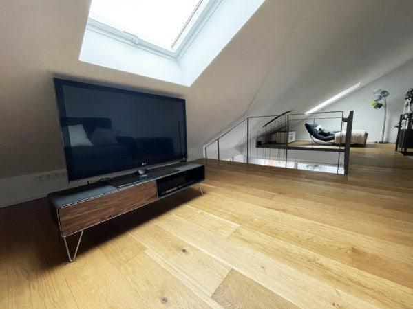 lowboard-tv-holz-schwarz-grau-design-metall-modern-industrial-style-loft-villa-designermoebel-massivholz-nussbaum-mit-schublade-mit-hairpin-edelstahl-fuessen-stahlzart