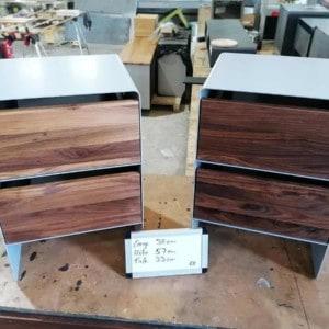 nachttisch-fuer-boxspringbett-aari-holz-metall-modern-design-industrial-massivholz-nussbaum-mit-2-schubladen-schlafzimmer-2er-set-stahl-blau-stahlzart