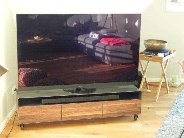 tv-lowboard-holz-schwarz-grau-design-metall-modern-industrial-style-massivholz-nussbaum-fuer-soundbar-wohnzimmer-stahl-mit-rollen-minimalistisch