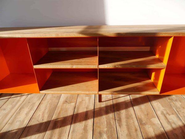 tv-sideboard-holz-eiche-metall-modern-design-industrial-massivholz-wildeiche-mit-2cm-eichenplatte-auflage-designermoebel-orange-stahl-minimalistisch-wohnzimmer-stahlzart