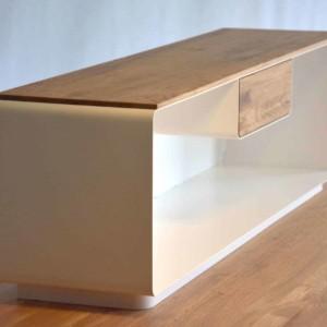 kaminholzregal-metall-innen-stahl-modern-design-wohnzimmer-weiss-holz-eiche-mit-rueckwand-mit-schublade-massivholz-wildeiche-platte-stahlzart-flamma-4