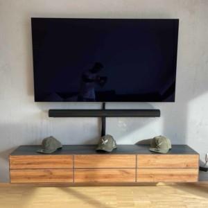 lowboard-haengend-schwarz-grau-holz-eiche-metall-modern-design-wonzimmer-massivholz-wildeiche-mit-schubladen-industrial-style-stahlzart